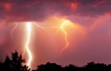 BfB warnt: Blitze sind brandgefährlich