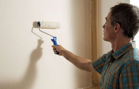 6 Tipps, wie Sie verputzte Wände mit Renovierfarbe verschönern