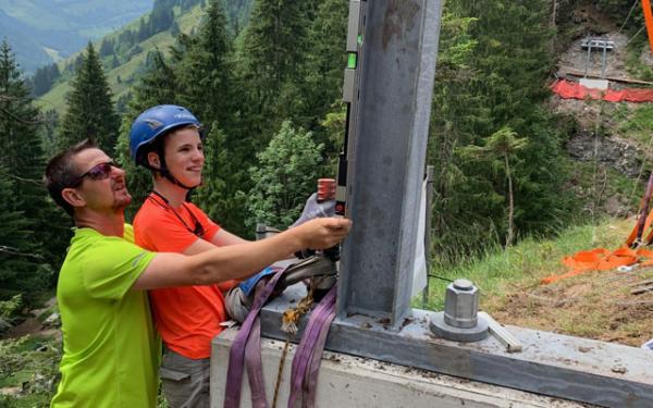 Fabians Traum vom Brückenbau-Erlebnis geht in Erfüllung