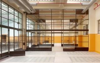 Schlankes Stahlprofilsystem für Innentüren und Innenwände
