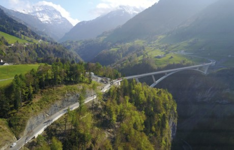 Starke Netze sichern grösste Schweizer Bogenbrücke
