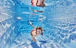 Whirlpool, ein Schwimmbad, eine Wellness Oase