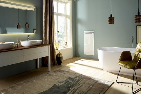 Zehnder Zenia ist Handtuchwärmer, Handtuchtrockner, Infrarotheizung und Heizlüfter in einem.